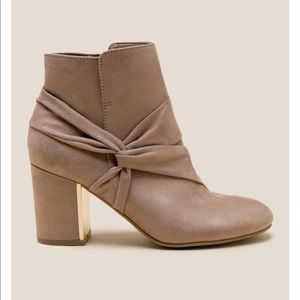REPORT | MONICA SIDE KNOT DRESS BOOT SIZE 10
